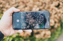 Tin đồn mới nhất về sản phẩm của Samsung rằng hãng đang âm thành phát triển một chiếc smartphone với màn hình đúng chất vô cực. Tuy nhiên màn hình vô cực mới của Samsung sẽ không giống như khái niệm màn hình trước đây. Theo đó, một nguồn tin trên Weibo đã khẳng định rằng màn hình Full – Screen mới của Samsung sẽ có kích thước 5 inch nhưng sẽ có kích thước tổng thể nhỏ hơn rất nhiều so với những thiết bị với màn hình cùng kích thước do các viền sẽ được thu hẹp tối đa, hơn hẳn những gì Samsung đã làm được ở thời điểm hiện tại. Nếu bạn là một người thường xuyên theo dõi tin tức công nghệ chắc hẳn cũng biết được rằng, chuẩn kích thước màn hình hiện nay của làng di động là từ 5.5 inch đến 6.3 inch, trong đó phổ biến nhất chính là 5.5 inch và 6 inch. Chính vì thế nhiều người cảm thấy khó hiểu khi Samsung quay trở lại với màn hình kích thước 5 inch, liệu ông trùm công nghệ xứ Kim chi này đang muốn thay đổi hoàn toàn lựa chọn của người tiêu dùng trong tương lai? Liệu chưa rõ thiết bị mới này sẽ được phân phối ở phân khúc cao cấp hay tầm trung bởi hiện nay trên thị trường, nhiều thiết bị trong phân khúc tầm trung cũng bắt đầu được thiết kế theo xu hướng màn hình không viền. Hiện nay danh mục sản phẩm của Samsung vô cùng phong phú từ giá rẻ, tầm trung cho đến cao cấp nên thiết bị mới này của Samsung có thể được phân phối ở bất cứ phân khúc nào. Dạo gần đây, chiếcGalaxy A5 (2018)của Samsung được rò rỉ khá nhiều thông tin trong đó vó việc nó sẽ sở hữu thiết kế viền màn hình siêu mỏng, liệu đây có phải là sản phẩm có kích thước 5 inch mà Samsung nhắc đến.